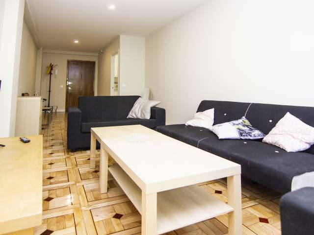 Room for rent in 6-bedroom apartment in Chamberí