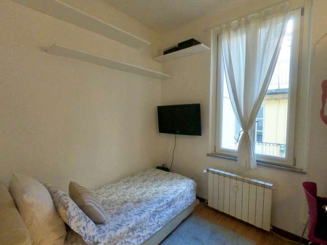 Room in 4-bedroom apartment in Historic center, Milan