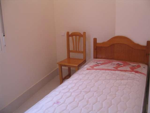 Comfortable room in 4-bedroom apartment in Tetuán, Madrid