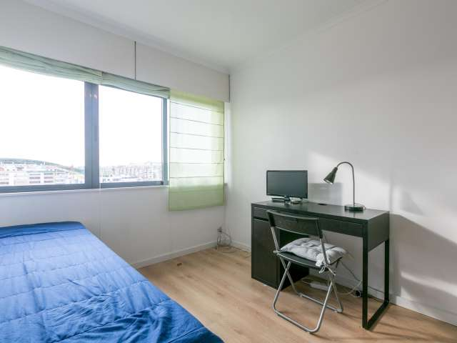 Room for rent in 4-bedroom apartment in Lumiar, Lisbon