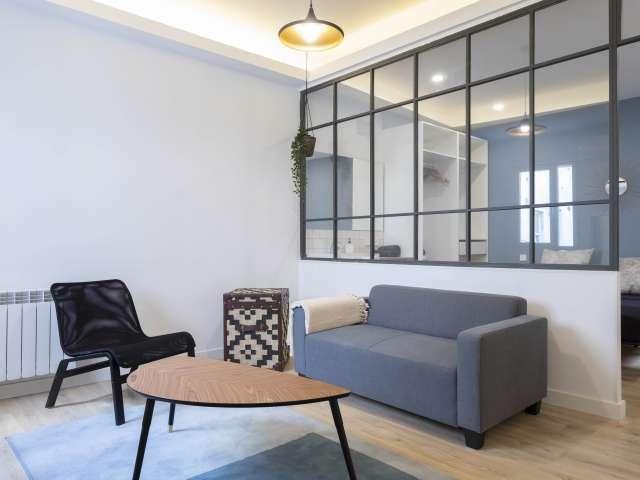 Big studio apartment for rent in Acacias, Madrid