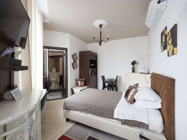 Central studio apartment to rent in Duomo, central Milan