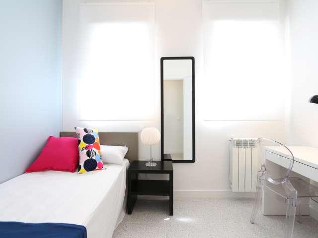 Möbliertes Zimmer, 4-Zimmer-Wohnung, Cuatro Caminos, Madrid
