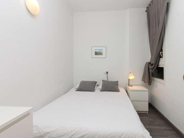Snug room for rent in 4-bedroom apartment in Horta-Guinardó