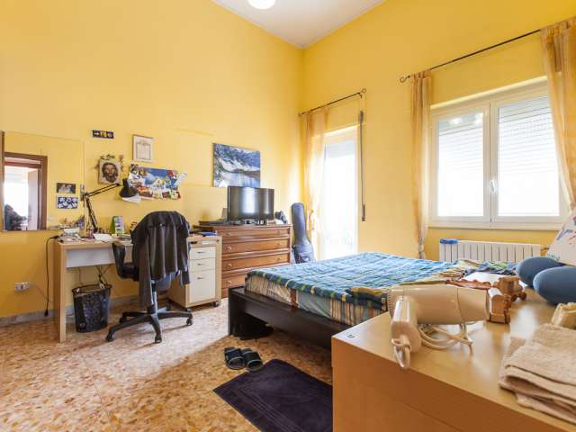 Stanza arredata in appartamento condiviso, San Giovanni, Roma