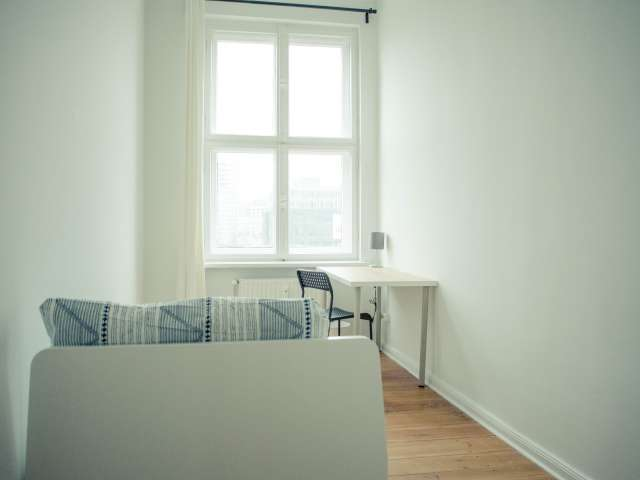 Gemütliches Zimmer in Wohnung mit 5 Schlafzimmern in Mitte, Berlin