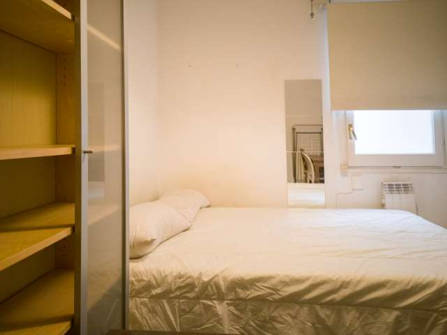 Room for rent in 6-bedroom apartment in Les Corts
