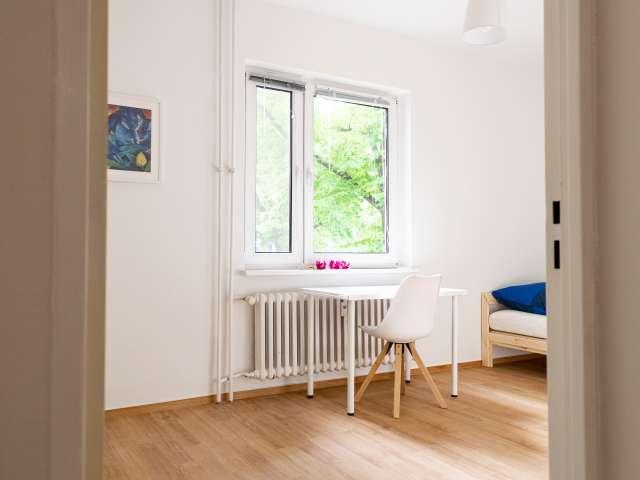 Zimmer in Apartment mit 5 Schlafzimmern in Reinickendorf, Berlin
