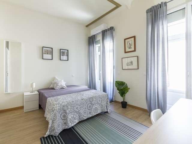 Großes Zimmer zu vermieten, 11-Zimmer-Wohnung, Malasaña Madrid