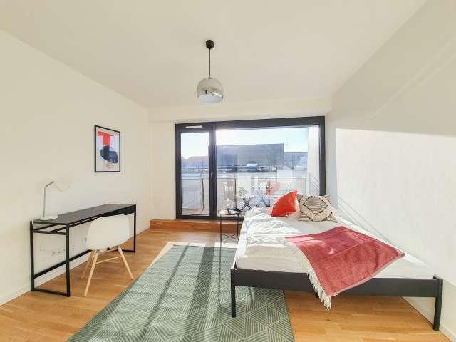 Helles Zimmer zu vermieten, Wohnung mit 5 Schlafzimmern, Mitte