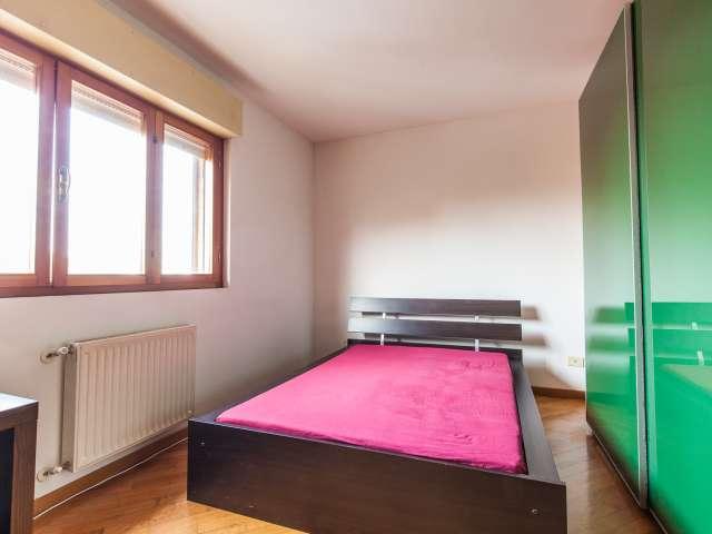 Stanza piacevole in un appartamento a Casal dei Pazzi, Roma