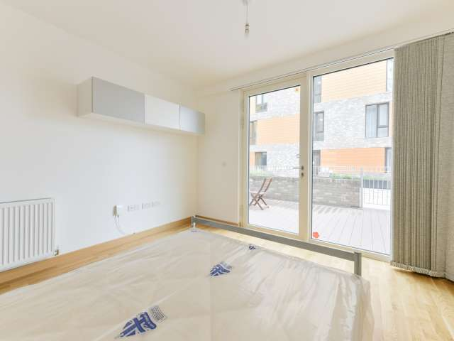 Room for rent in 3-bedroom flat in Greenwich, London