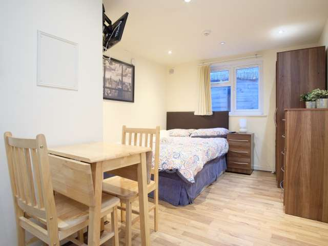 Studio apartment for rent in Cricklewood, London