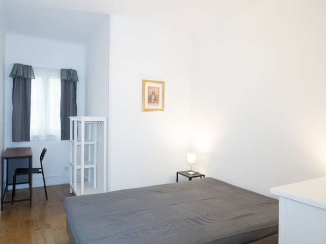 Room for rent in 4-bedroom apartment in Alfama, Lisbon