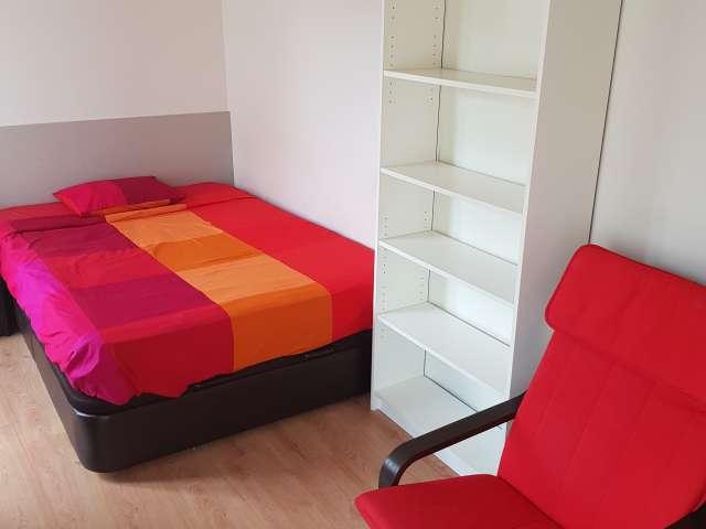 Habitación en piso de 4 dormitorios en malasaña, madrid.
