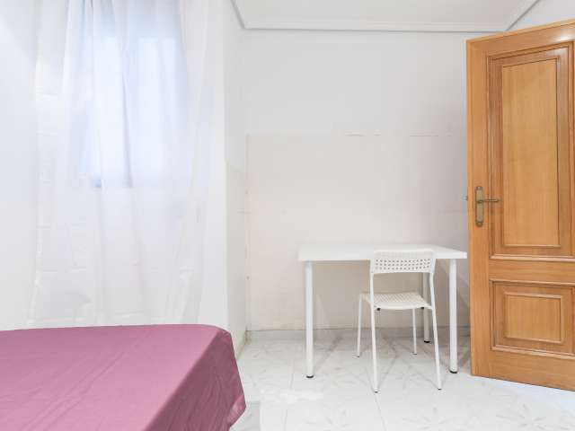 Room for rent in 5-bedroom apartment in Patraix, Valencia