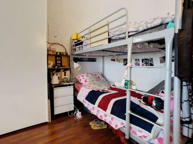 Möbliertes Zimmer in einem Apartment mit 2 Schlafzimmern in Bovisa, Mailand
