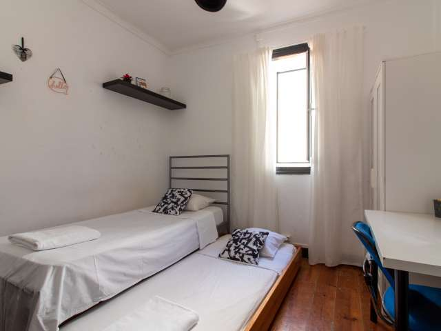Cute room to rent, 4-bedroom apartment, Baixa-Chiado, Lisbon