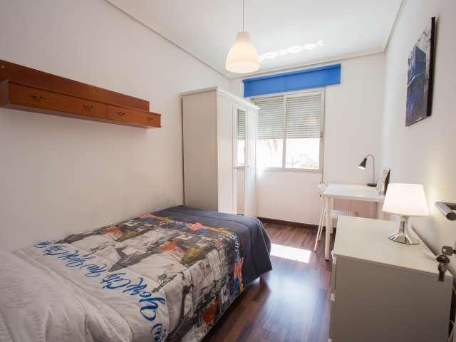 Se alquilan habitaciones en apartamento de 3 dormitorios en Algirós, Valencia