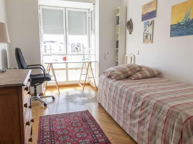 Lovely room for rent in 3-bedroom flat in Fuencarral, Madrid