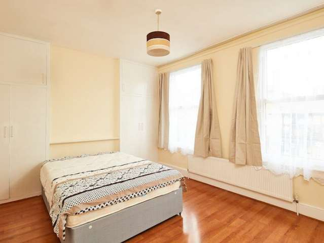 Room in 5-bedroom flat in Tottenham, London