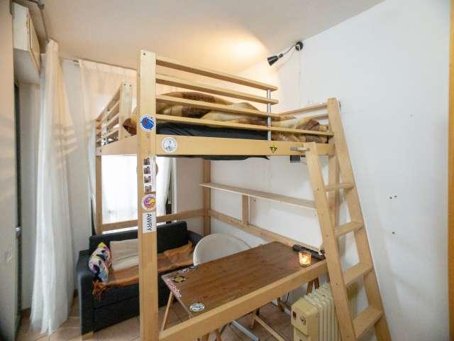 Cozy room in 4-bedroom apartment in Lambrate, Milan