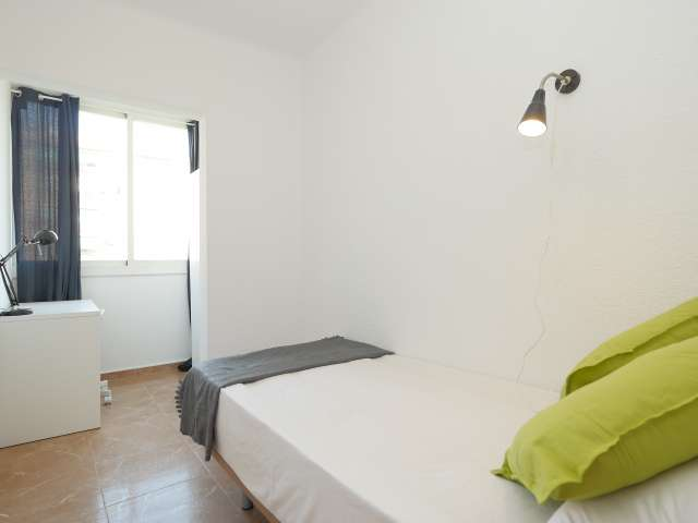 Furnished room in 6-bedroom apartment in Poblenou, Barcelona
