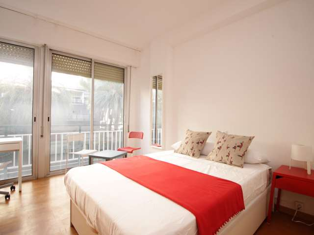 Sunny room with balcony for rent in Zona Universitaria