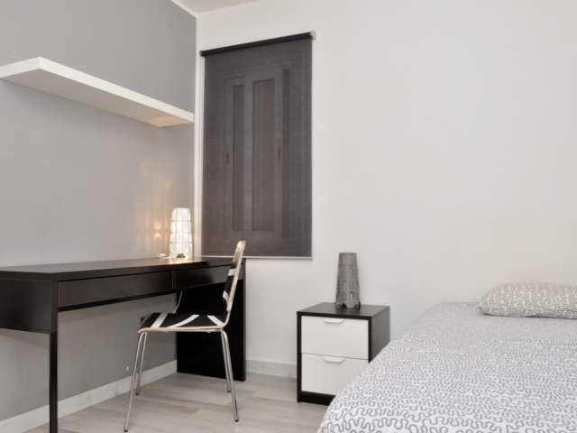 Inviting room in 3-bedroom apartment in La Teixonera