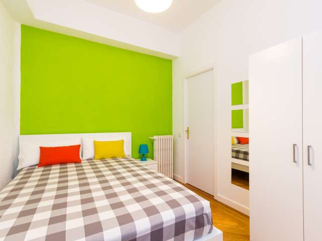 Great room in shared apartment in Chamberí, Madrid