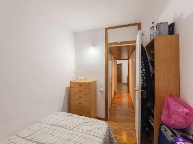 Single room for rent, 3-bedroom apartment, Sant Martí