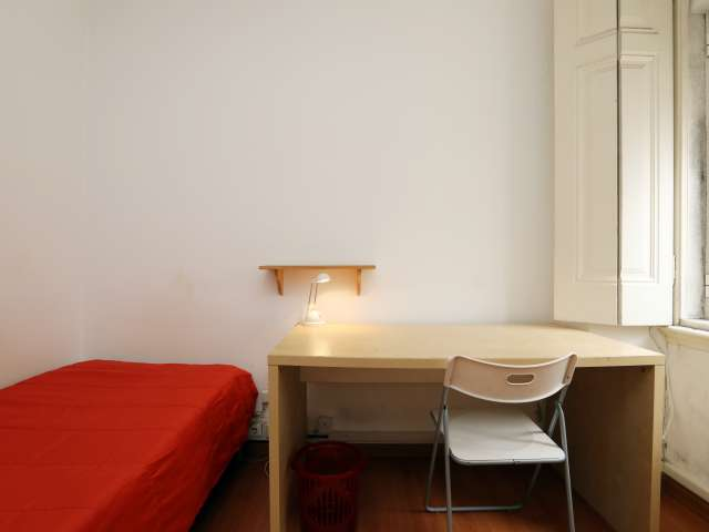 Furnished room in 3-bedroom apartment in Campolide, Lisboa