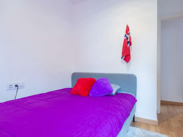 Room for rent in 2-bedroom apartment in Horta-Guinardó