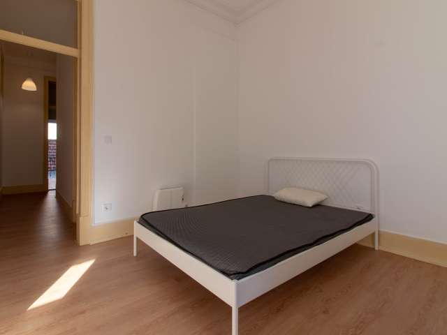Room for rent in 8-bedroom apartment in Arroios, Lisbon