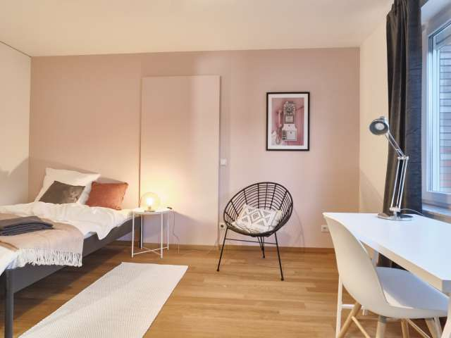 Zimmer zu vermieten im Haus mit 11 Schlafzimmern in Mitte, Berlin