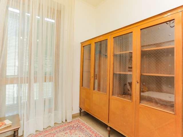 Furnished room for rent, 6-bedroom apartment, Navigli, Milan