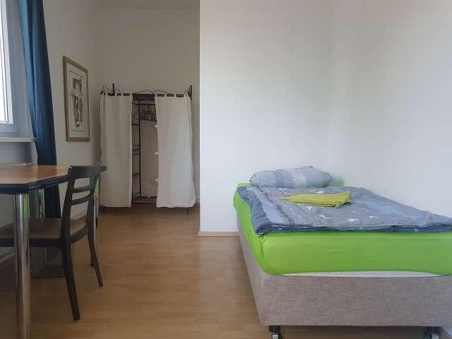 Balkonzimmer in 3 Zimmerwohnung in Mitte