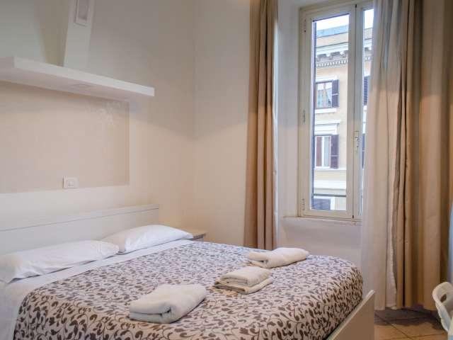 Stanza luminosa in appartamento con 4 camere da letto a Prati, Roma