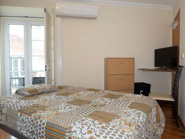 Sunny room in 3-bedroom flatshare in Santa Maria Maior