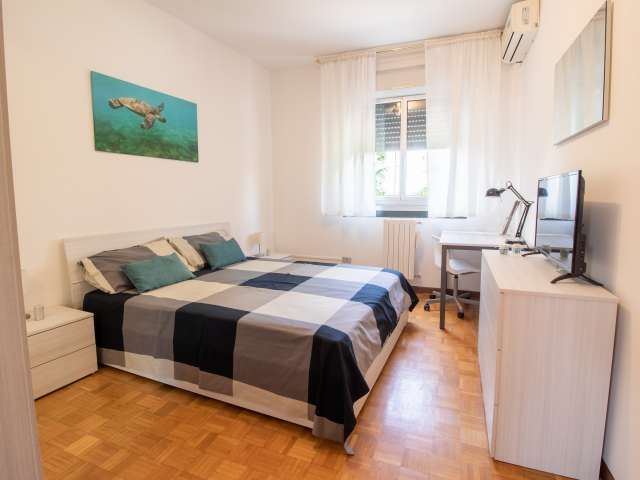 Room for rent in apartment with 6 bedrooms in Milan
