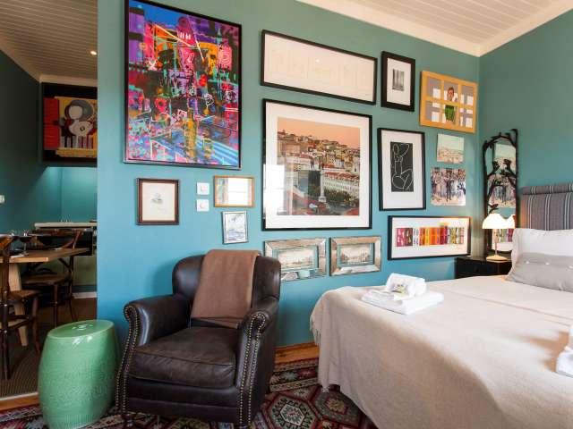 Studio apartment for rent in Graça e São Vicente, Lisboa