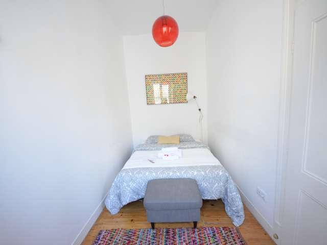 Quarto para alugar em apartamento de 11 quartos na Mouraria, Lisboa
