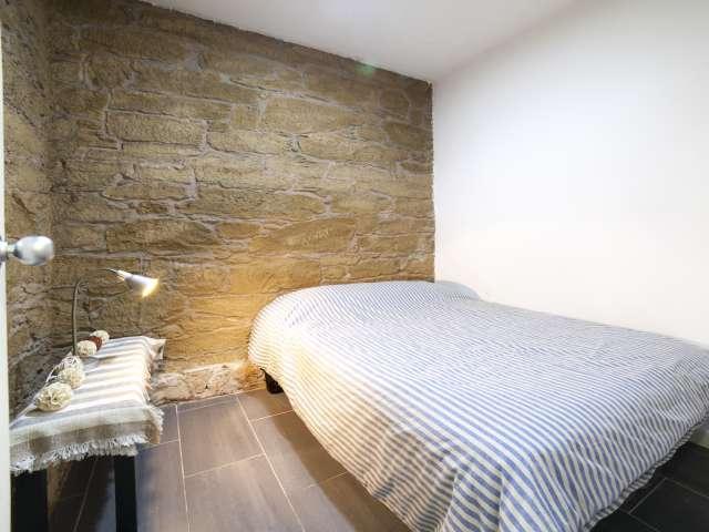 Room in 4-bedroom apartment in Poble-sec, Barcelona
