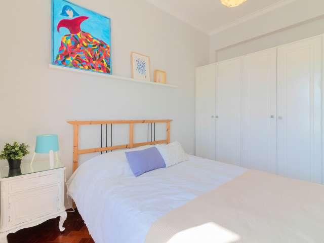 Quarto acolhedor em apartamento de 3 quartos em São Domingos de Benfica