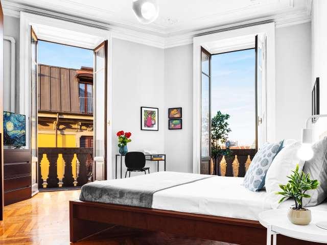 Camera in affitto in appartamento con 3 camere da letto a Milano
