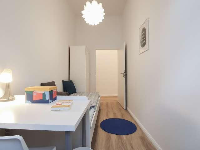 Zimmer zu vermieten in Wohnung mit 3 Schlafzimmern, Kreuzberg