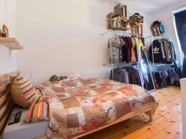Großes Zimmer in 2-Zimmer-Wohnung in Lichtenberg, Berlin