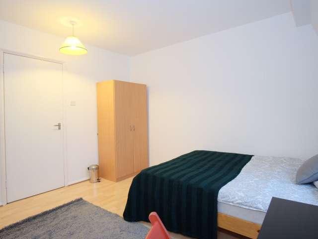 Bright room in 2-bedroom flat in Camden, London