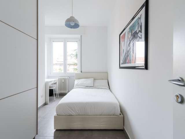 Accogliente camera in appartamento con 5 camere da letto a Portello, Milano