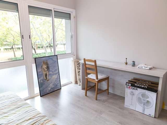 Room for rent, 2-bedroom apartment, Sant Martí